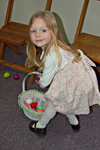 Chloe_easter_egg_hunt_31508