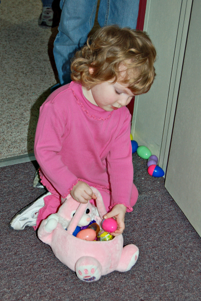Kayleighann_easter_egg_hunt_31508
